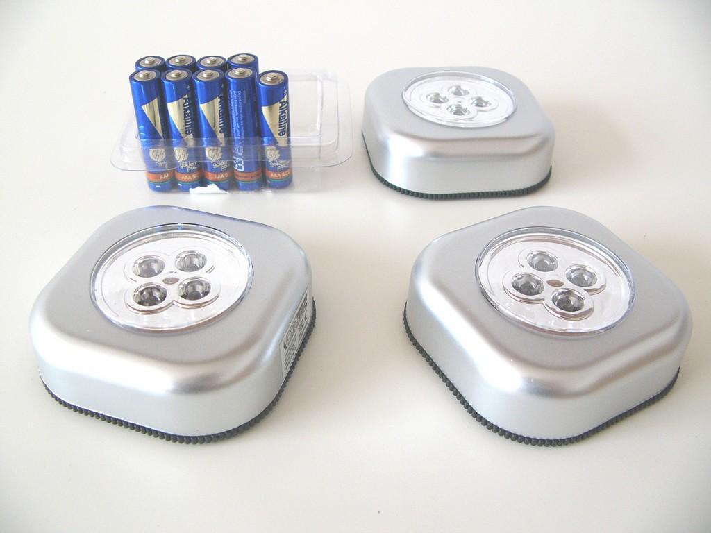 3 Er Set Led Klebelampe Inkl Batterien Alufarben Leds Zum Kleben with size 2304 X 1728