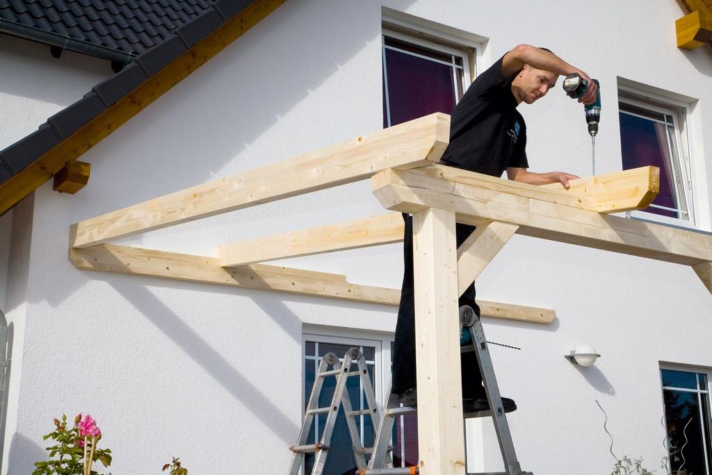Aufbau Einer Leimholz Terrassenberdachung with size 4992 X 3328