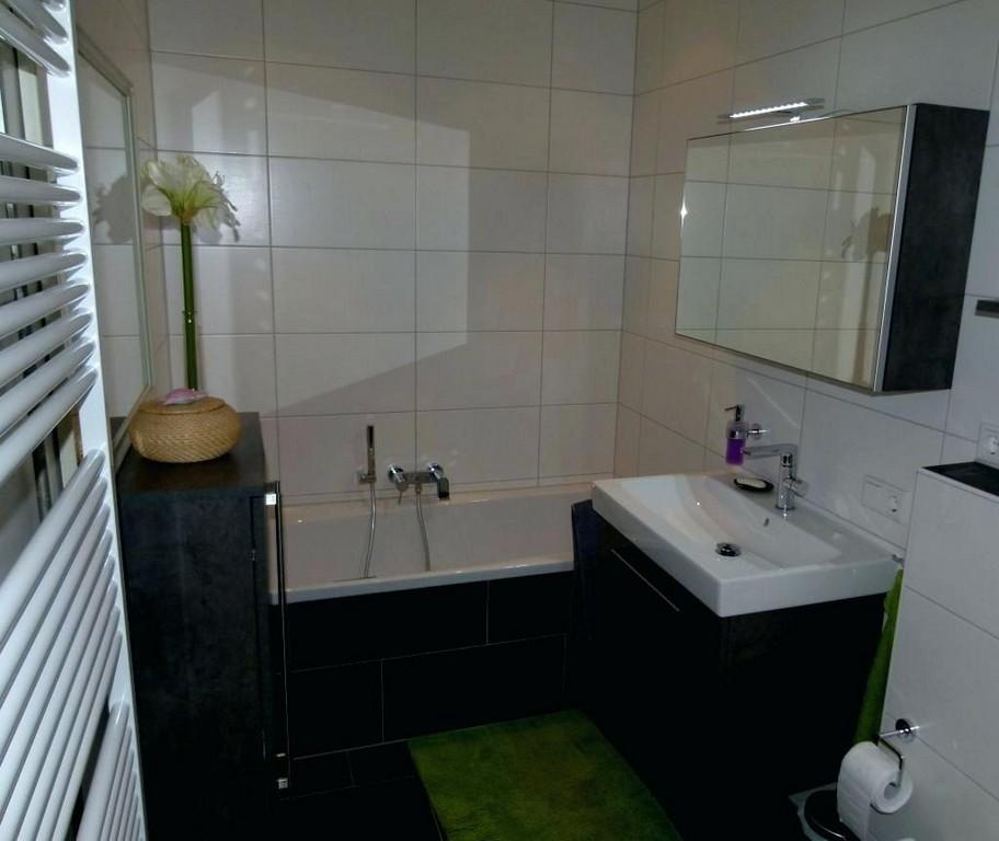 Badewanne Gross Groa Und Dusche Waschtisch Zu Grosse Im Hotelzimmer intended for size 1024 X 862