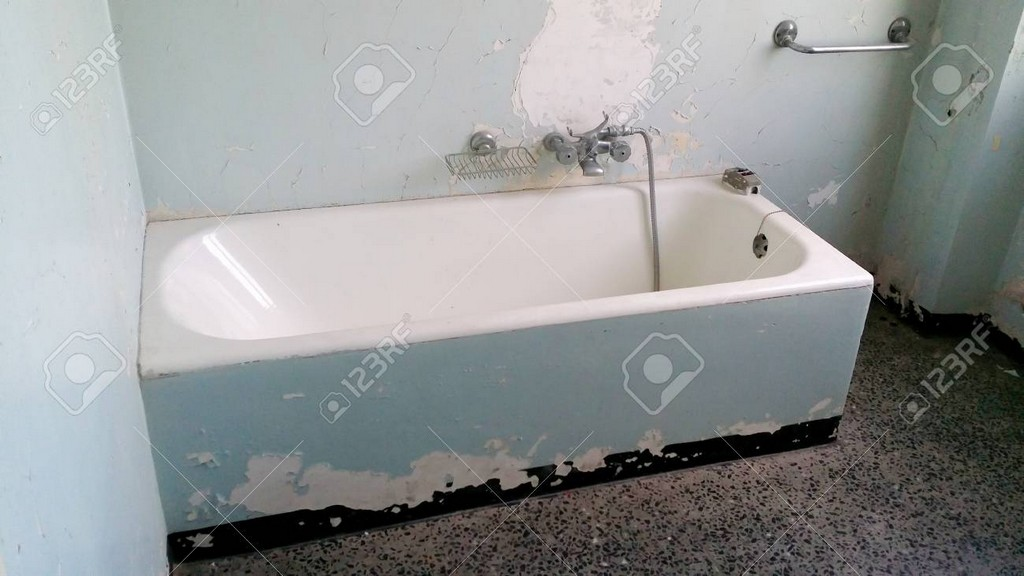 Badewanne Schlecht Gepflegt Und Restauriert Werden Lizenzfreie Fotos within proportions 1300 X 731