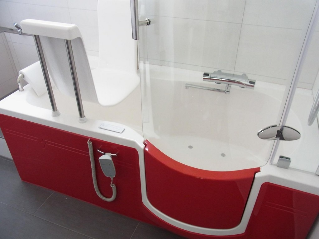 Bild Aquamarina Barrierearme Badewanne Mit Lift Und Tr intended for measurements 1600 X 1200