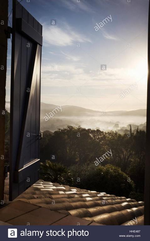 Blick Durch Ein Offenes Fenster Ber Einen See Und Die Berge regarding sizing 866 X 1390