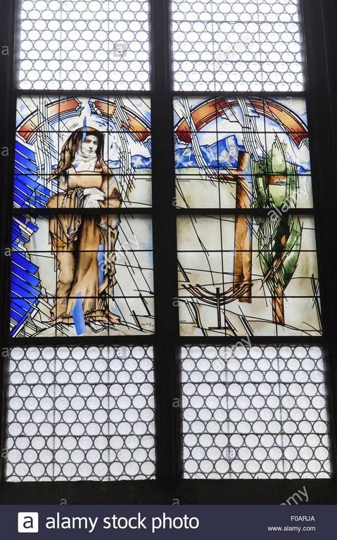 Close Up Fenster Mit St Edith Stein Mnster Freiburg Deutschland for size 867 X 1390