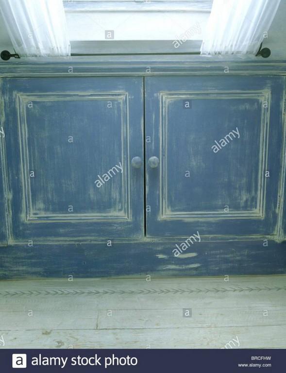Dachbodenfenster Nahaufnahme Von Blauer Farbe Gezogene Effekt intended for sizing 785 X 1024