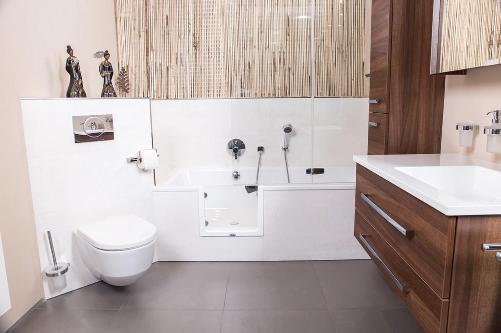 Die Badewannentr Fr Den Nachtrglichen Einbau Schnell Sauber Sicher within dimensions 1280 X 853
