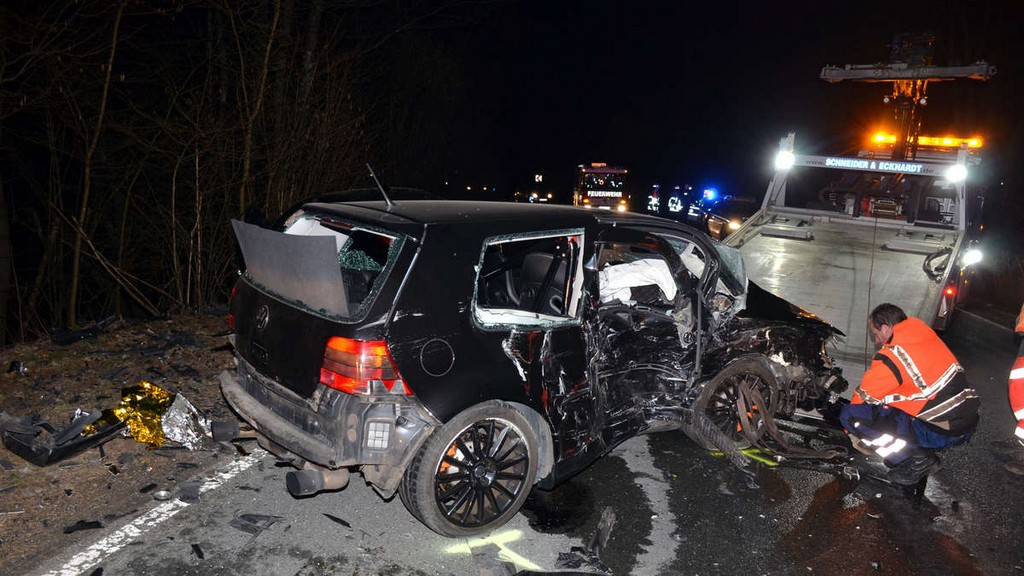 Drei Verletzte 24 Jhriger Raser Verursachte Schweren Unfall Auf pertaining to proportions 1200 X 675