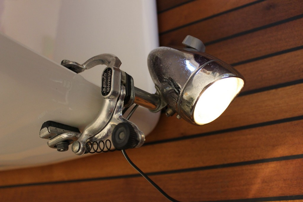 Eigenbau Lampe Zum Anklemmen Aus Veloteilen Diy Lamp Upcycled Bike throughout measurements 1920 X 1280