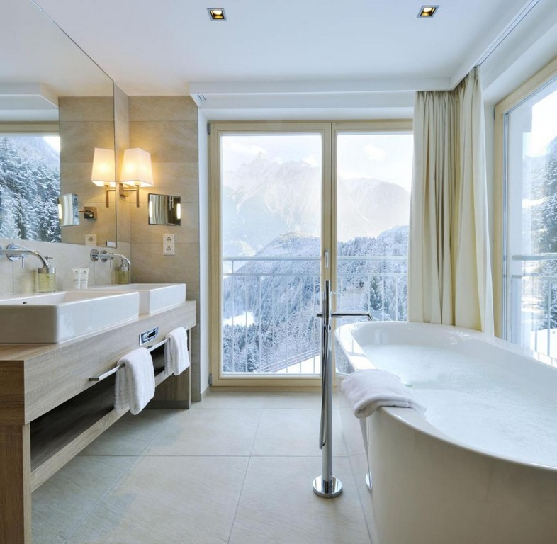 Entspannung Pur Baden Mit Aussicht So Schn Geht Das Nur Im Hotel for dimensions 1024 X 1001