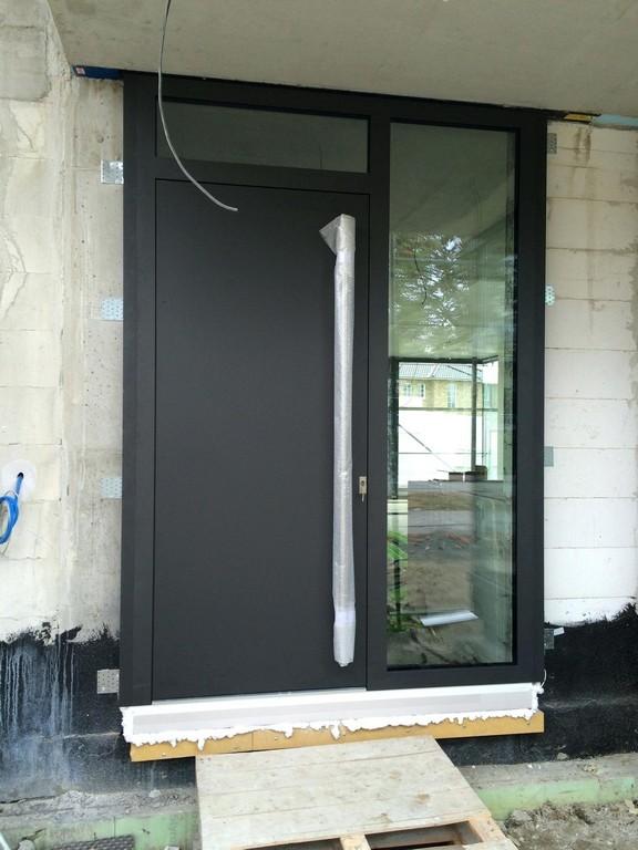 Fenster Ral Aluminium Kunststofffenster In Anthrazit Insektenschutz pertaining to measurements 1536 X 2048