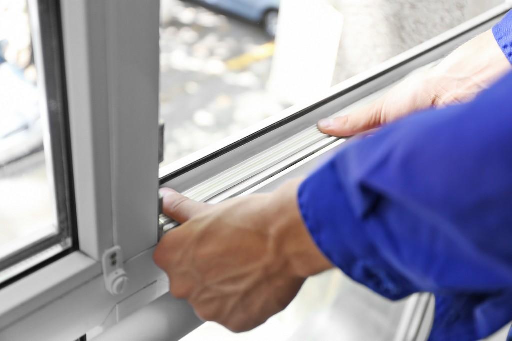 Fenster Und Tren Richtig Abdichten Fiese Zugluft Endlich Stoppen throughout proportions 2000 X 1333