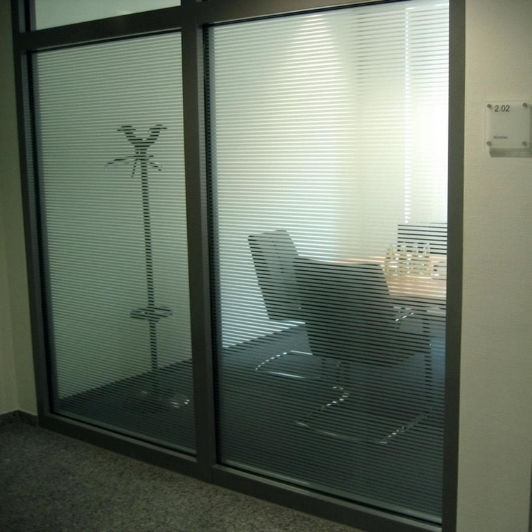 Fensterfolie Sonnenschutz Glasdekor Und Mit Speziellen Fensterfolien inside size 900 X 900