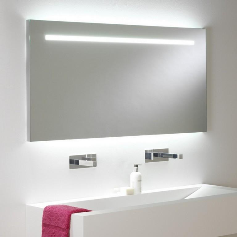 Groer Eindrucksvoller Badspiegel Mit Beleuchtung Und Zugschalter in proportions 1500 X 1500