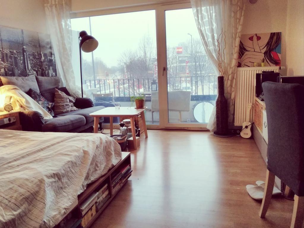 Helles Wg Zimmer Mit Groem Fenster Und Parkettboden Wgzimmer in proportions 1024 X 768