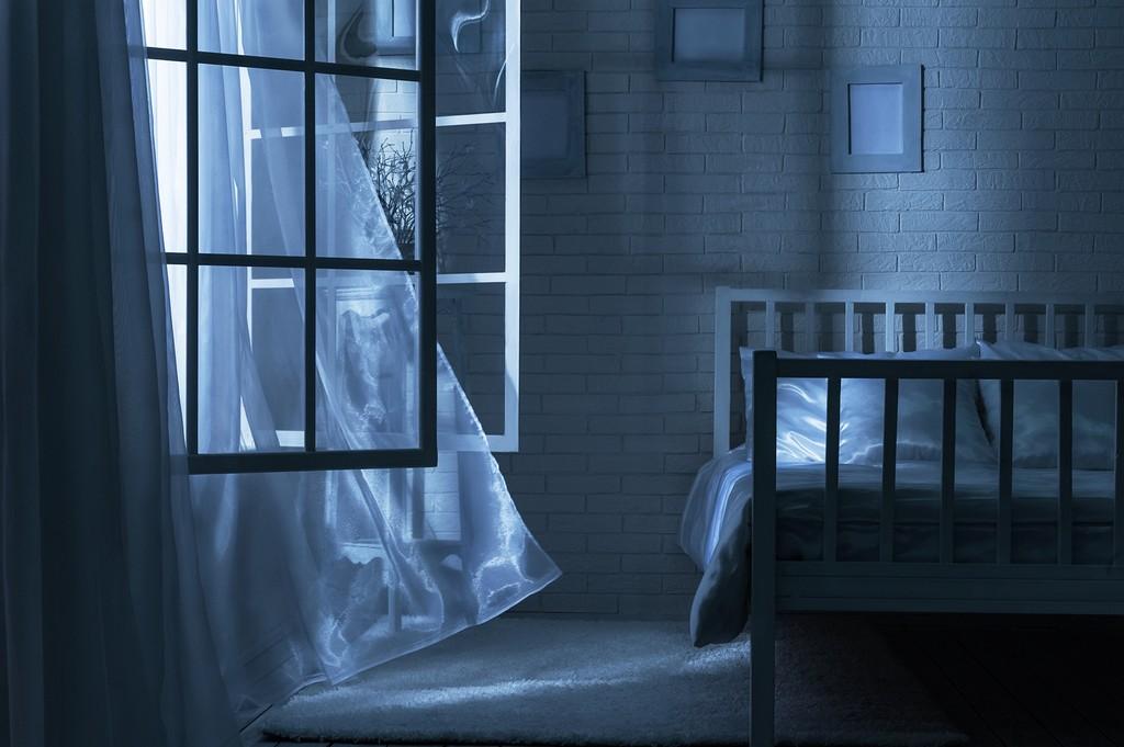 Im Schlafzimmer Fenster Auf Steinmarkt Apotheke regarding dimensions 1690 X 1124