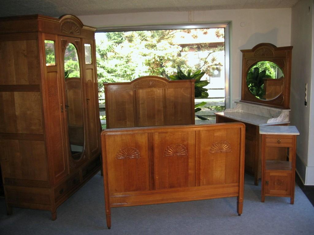Jugendstil Schlafzimmer Kleiderschrank Schrank Bett Nachtschrank throughout proportions 1024 X 768