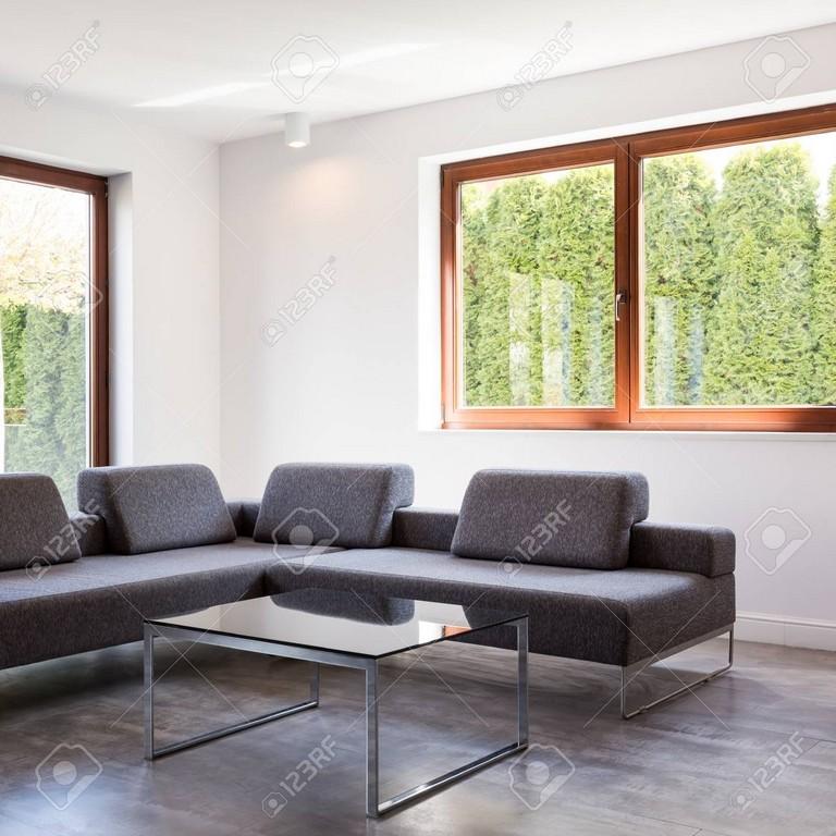 Moderner Wohnzimmer Mit Einem Groen Grauen Sofa Und Einem for proportions 1300 X 1300