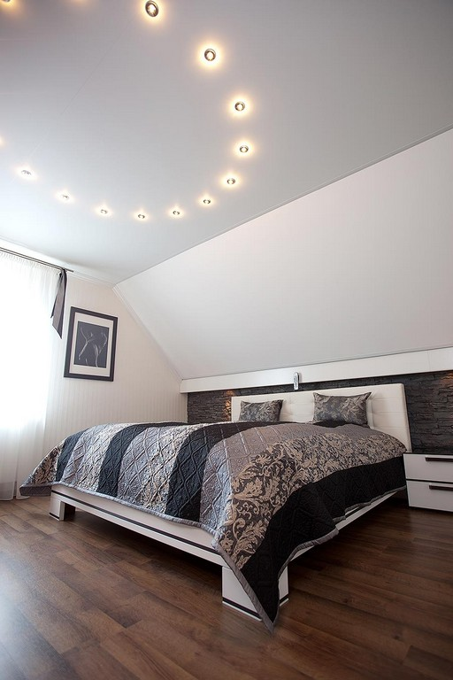 Schlafzimmerdecke Mit Schicker Beleuchtung Plameco Decken within dimensions 900 X 1350