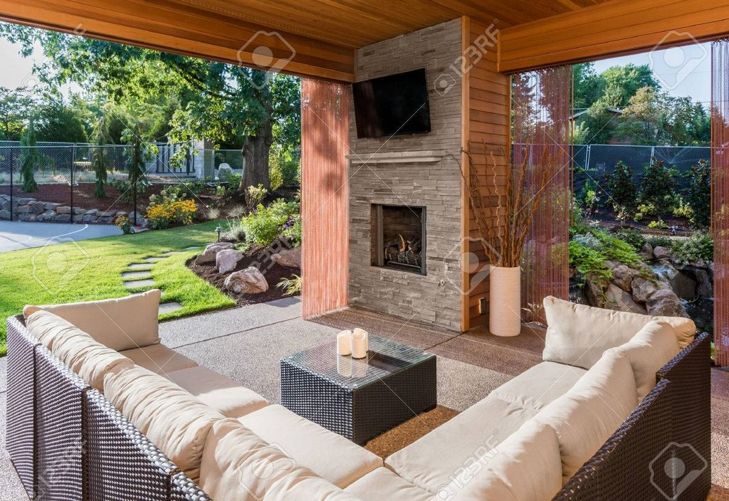 Schne Berdachte Terrasse Mit Kamin Fernseher Und Blick Auf within size 1300 X 894