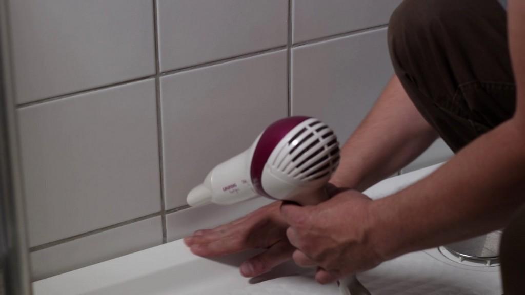Silikonfuge Fuge In Dusche Oder Badewanne Erneuern Neu Verfugen with measurements 1280 X 720