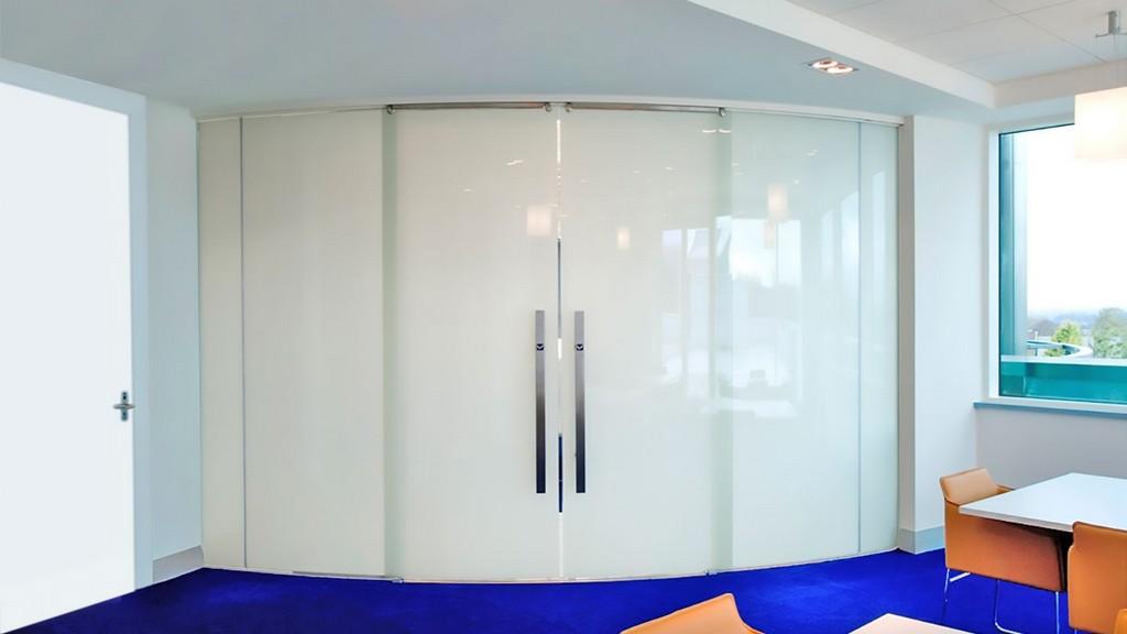Switchglass Schaltbares Glas Bietet Privatsphre Auf Knopfdruck with size 1440 X 810