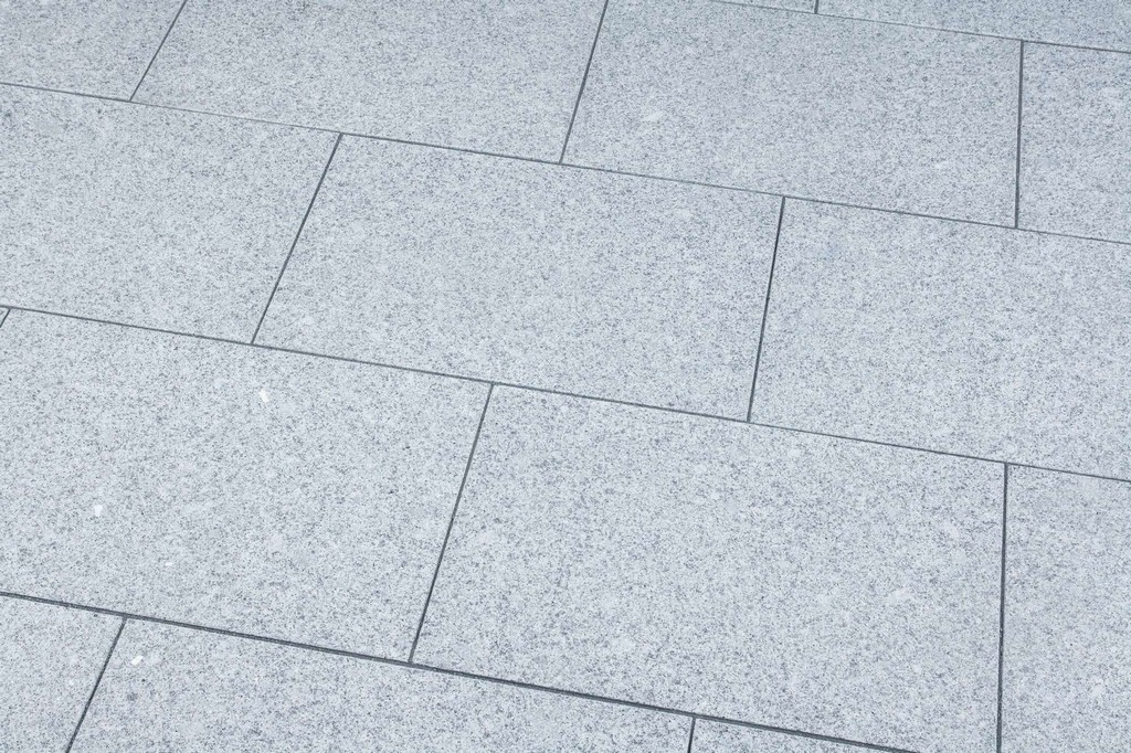 Terrassenplatten Granit Hellgraubrgeflammt Naturstein Baumaterial pertaining to measurements 2000 X 1333