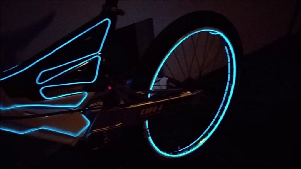 Tron Fahrrad Lichtfahrrad Tuning Lichtfahrrad Beleuchttron throughout size 1280 X 720