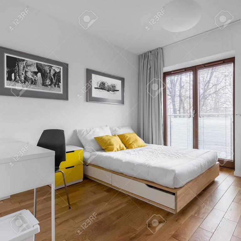 Weies Multifunktionales Schlafzimmer Mit Schreibtisch Doppelbett in size 1300 X 1300