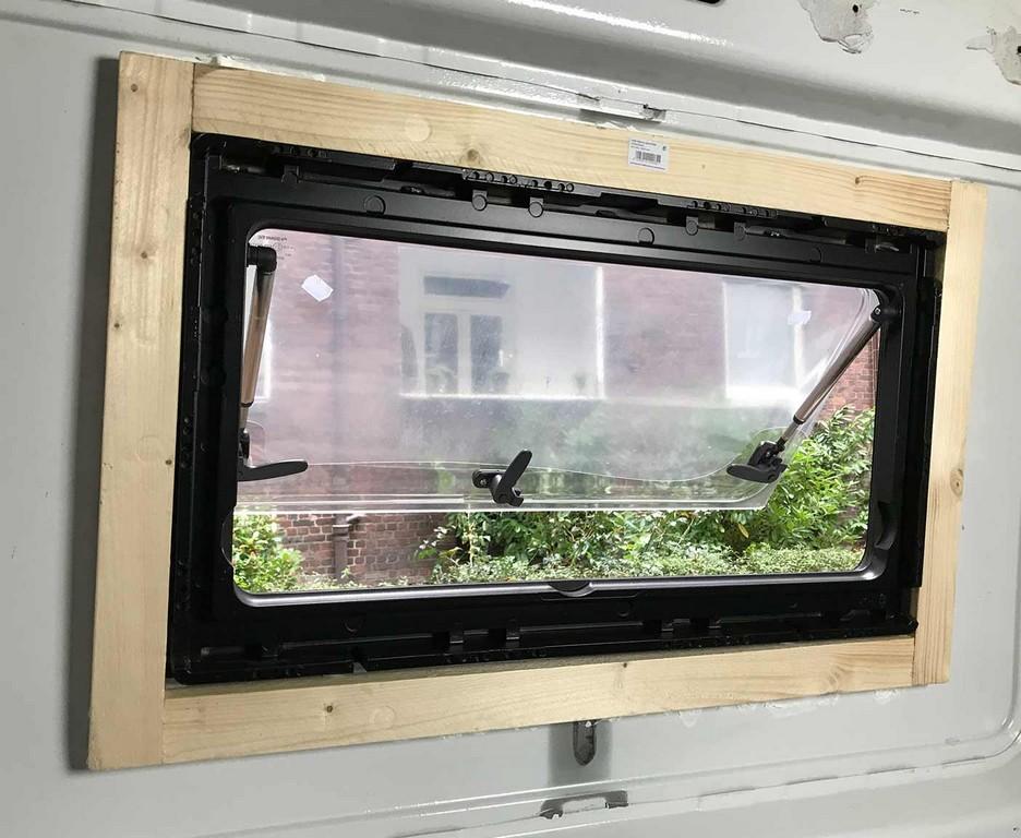 Wohnmobil Fenster Einbauen Einbauanleitung Und Kosten with proportions 1404 X 1152