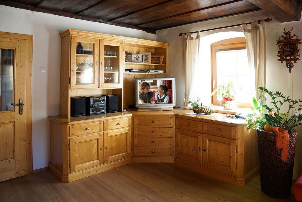 Wohnzimmerschrank In Fichte Massiv Ber Eck Eingebaut Mbel pertaining to size 1197 X 801