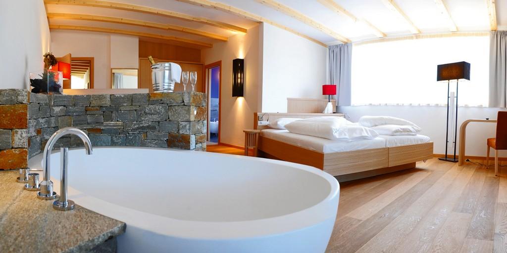 Badewanne Hotel Mit Badewanne Im Zimmer Bild A90 Badezimmer Design intended for measurements 2000 X 1000