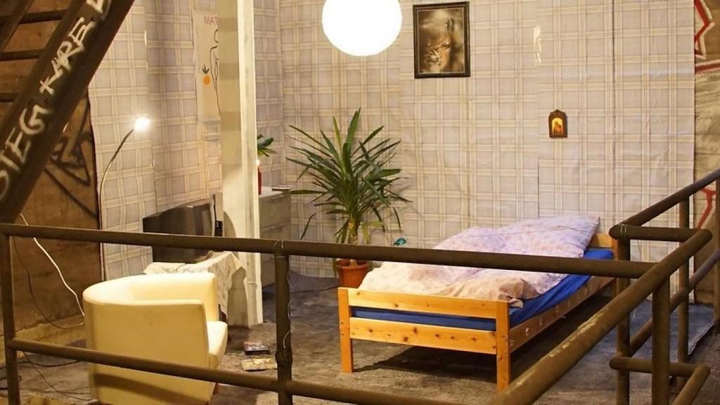 Berlin Wer Richtete Das Zimmer Im U Bahn Schacht Ein Welt with regard to proportions 1200 X 675