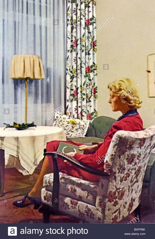 Einrichtung Frau Sitzen Im Wohnzimmer Werbung Fr Indanthren pertaining to proportions 902 X 1390
