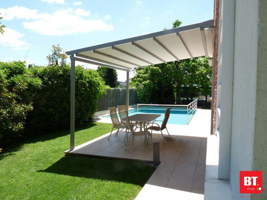 Falt Terrassendach Pergola Mit Pvc Material Zum Einfahren inside proportions 1067 X 800