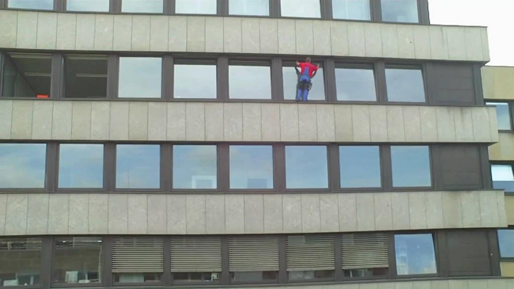 Fensterreinigung In Bremen Ohne Sicherung Im 6 Stock Wieviel Kostet pertaining to proportions 1920 X 1080