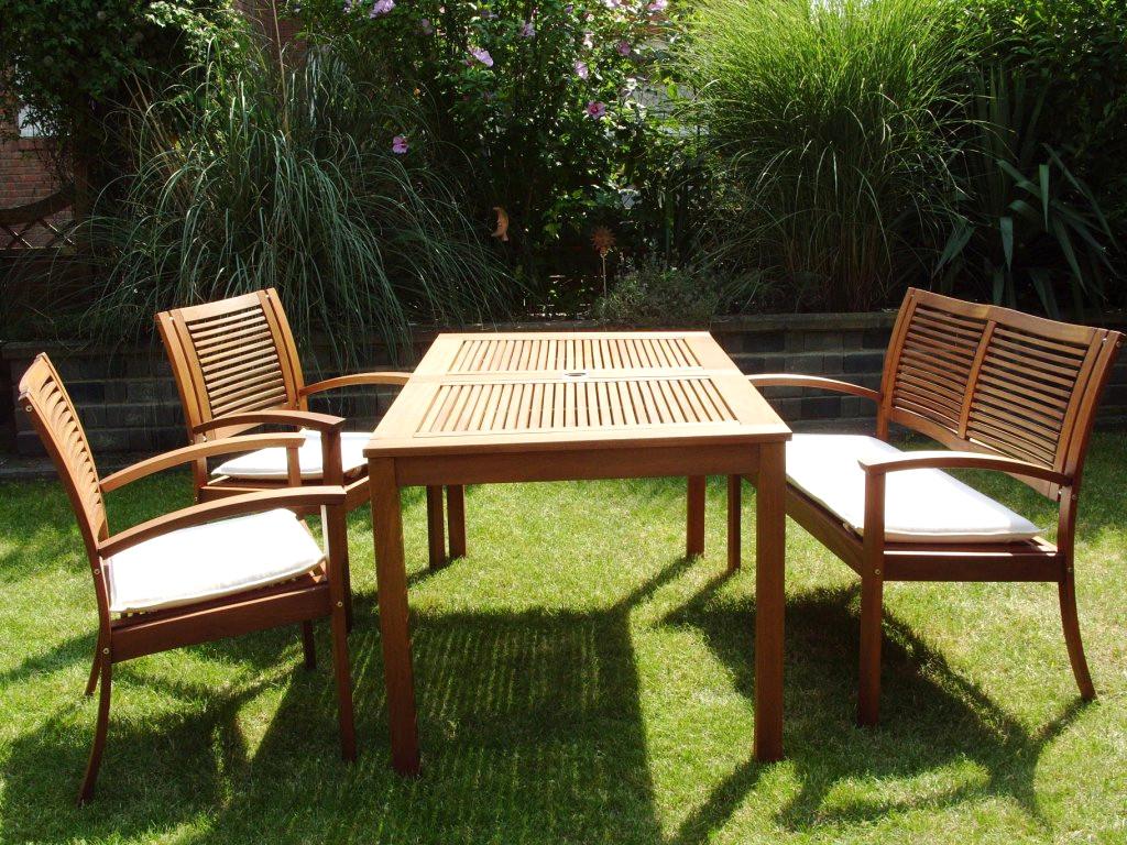 Gnstige Ideen Englische Gartenmbel Holz Und Blhende intended for proportions 1024 X 768