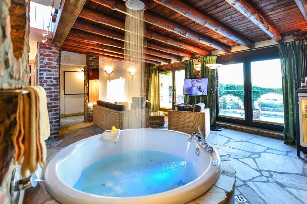 Hotelzimmer Mit Whirlpool Was Fr Ein Luxus Deutschlandliebe inside proportions 1185 X 788