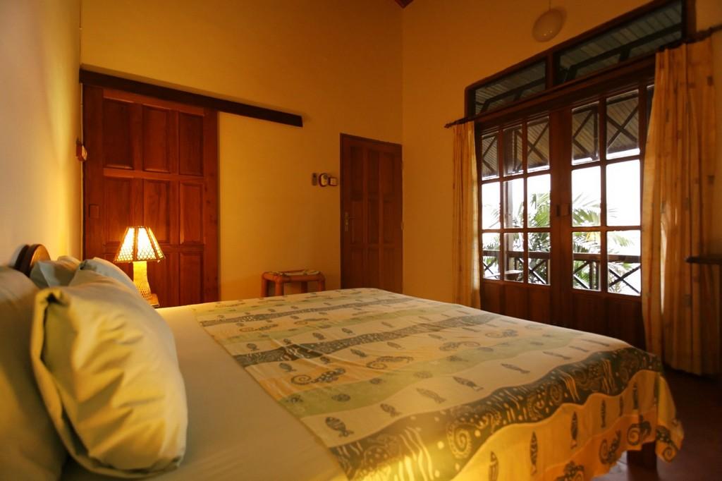 Manado Chalet Unterkunft Mit Eigenem Bad Klimaanlage Und Terrasse inside measurements 1280 X 853