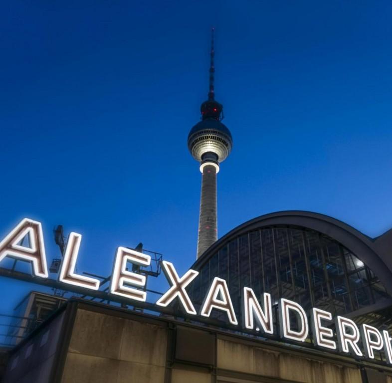 Mein Wohnzimmer Eine Liebeserklrung An Den Berliner Alexanderplatz regarding dimensions 1024 X 1001