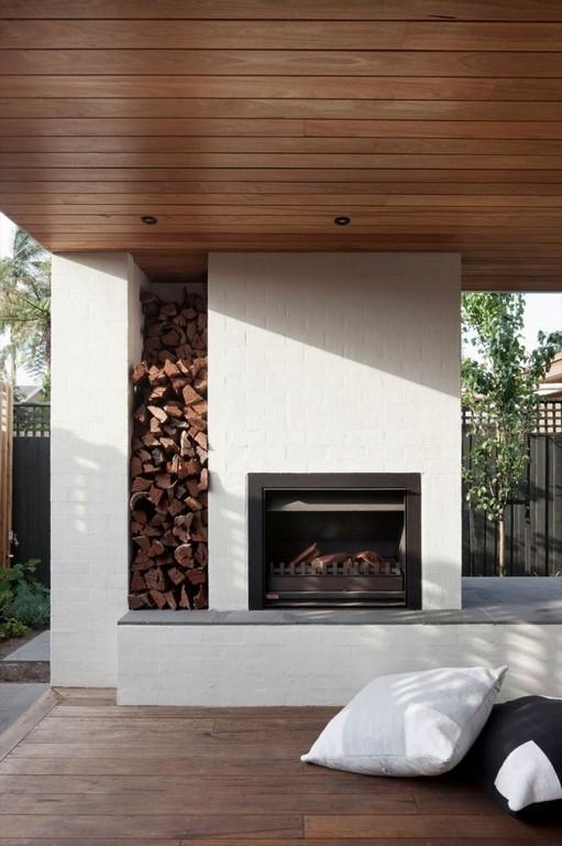 Moderner Outdoor Kamin Mit Brennholz An Der Terrasse Garten within dimensions 750 X 1128