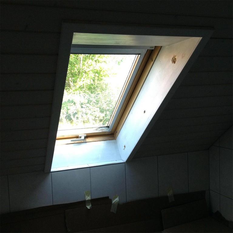 Velux Fenster Einbauen Kosten Austausch Eines Alten Dachfensters regarding proportions 1600 X 1600