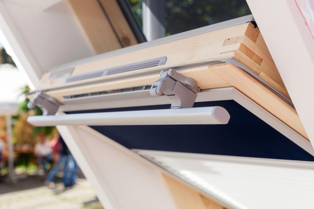 Velux Rollladen Die Perfekte Lsung Fr Dachfenster inside measurements 2000 X 1333