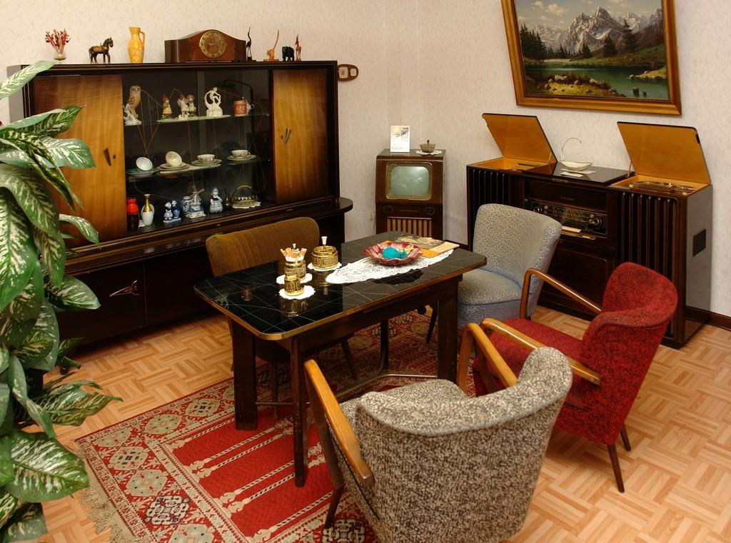 Wohnzimmer 50er Jahre Bodjongpolitan regarding proportions 2375 X 1765
