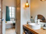 Badezimmer Design Ideen Offenen Regal Unterhalb Der Arbeitsplatte with proportions 800 X 1197