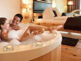 Hotels Mit Whirlpool Im Zimmer Deutschland Room5 within size 1600 X 733