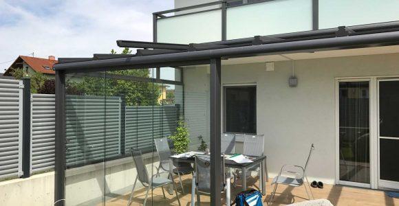 Moderne Terrassenberdachung In Grau Mit Windschutz Zum Schieben pertaining to measurements 1800 X 1350