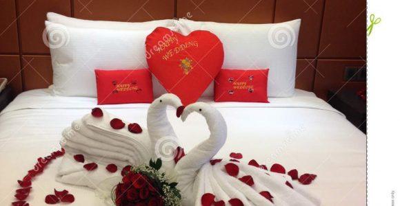Nette Dekoration Fr Hochzeitsnacht Im Hotel Stockfoto Bild Von in measurements 1065 X 1300
