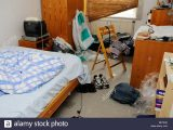 Unordentlich Unbersichtlich Schlafzimmer In Unordnung Chaotisch pertaining to measurements 1300 X 953