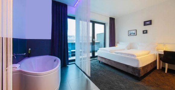 Urban Rooftop With Bathtub Im Lindemanns Lindemann Hotels Berlin in dimensions 2048 X 1365